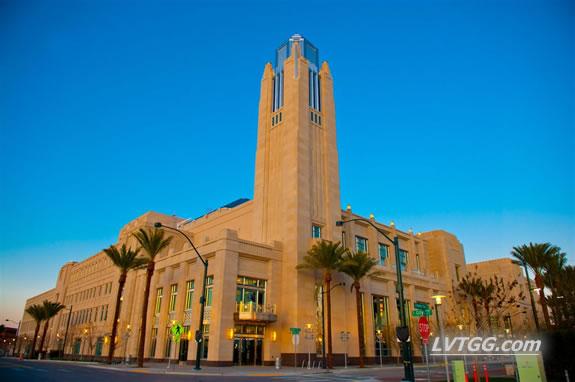 Las Vegas Tour guide visits the smith center las vegas